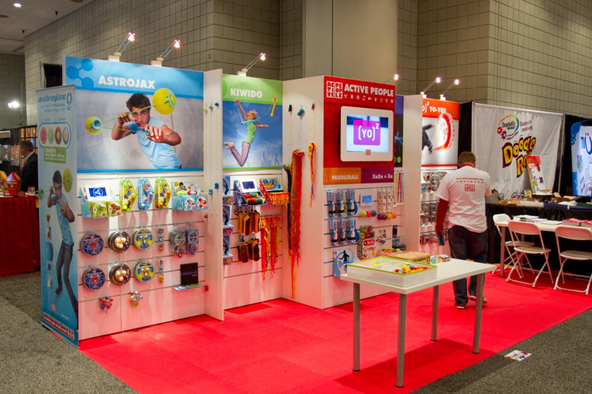 Trade Show Booth Exhibitors : Lightweight slatwall offers big savings for trade show exhibitors