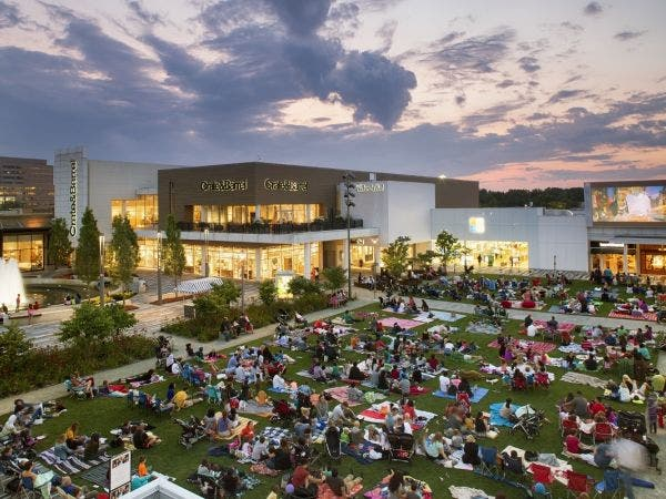 Oakbrook Center Outdoor Summer Movies On The Green