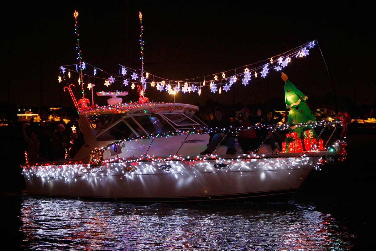 Naples Long Beach Christmas Lights 2018.Dec 31 Holiday Boat Parade Of 1000 Lights 2018 Long Beach