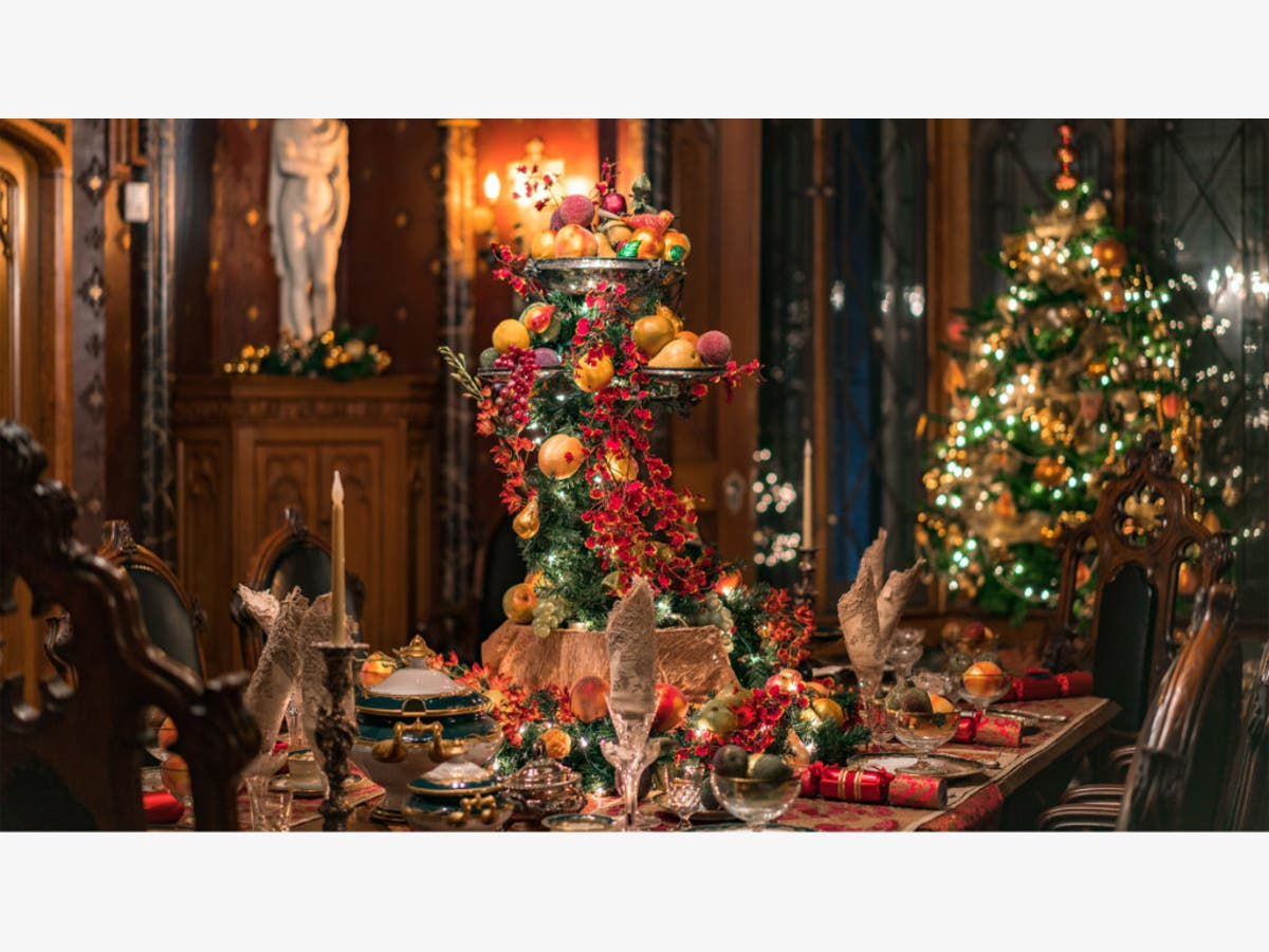 Dec 25 Lyndhurst Mansion Tours With Holiday Decoration