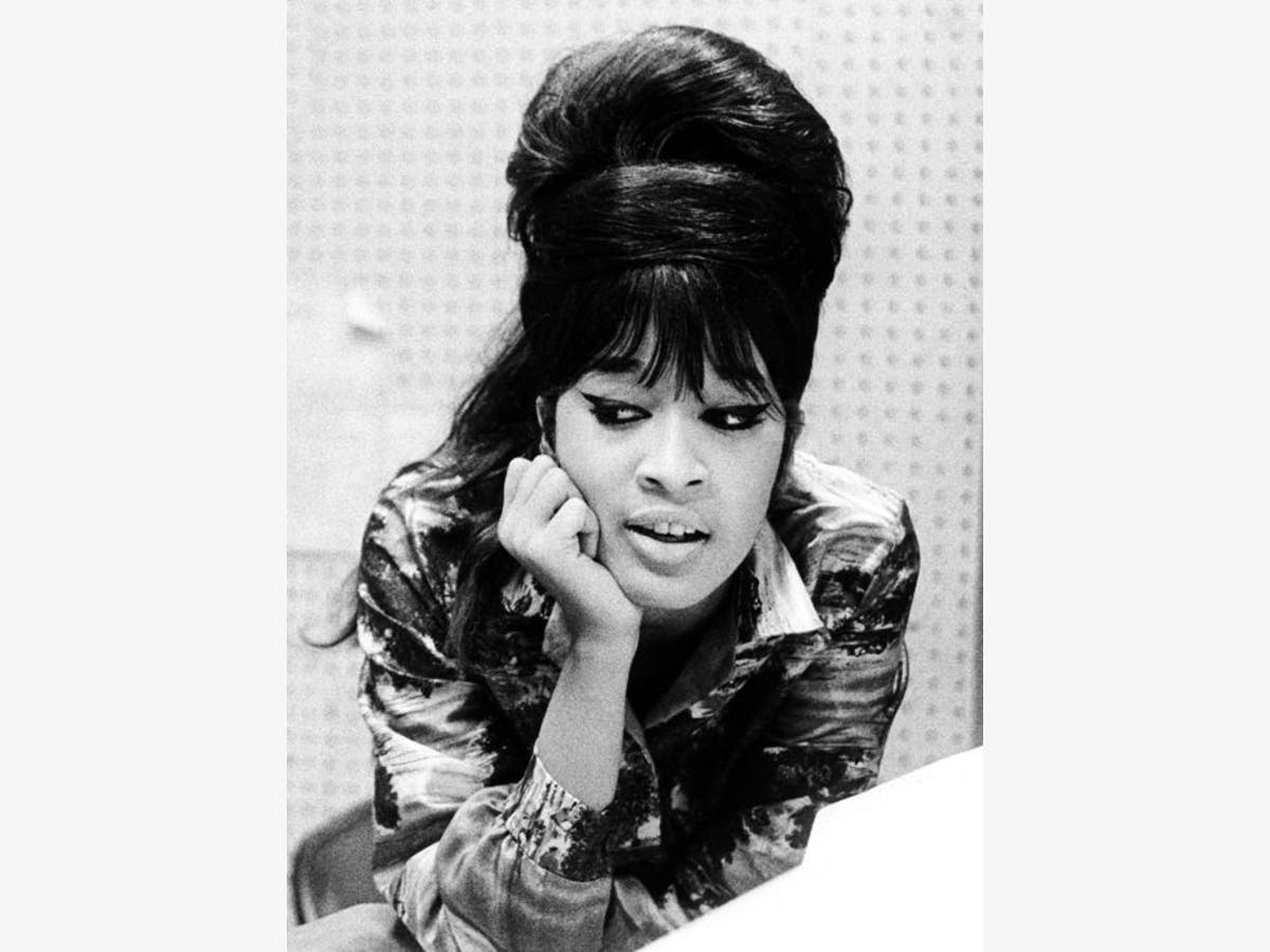 Ronettes Christmas.Nov 30 Ronnie Spector The Ronettes Best Christmas Party