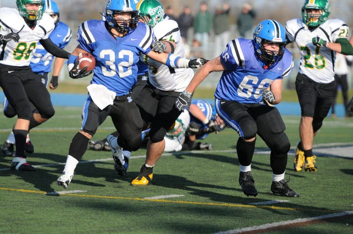 Lake Zurich Football >> Shutout Takes Lake Zurich Bears To Round 2 Of Football Playoffs