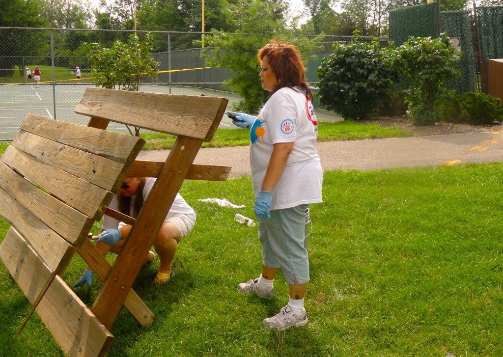 Akzo Nobel Volunteers Refurbishing Castletown   Strongsville
