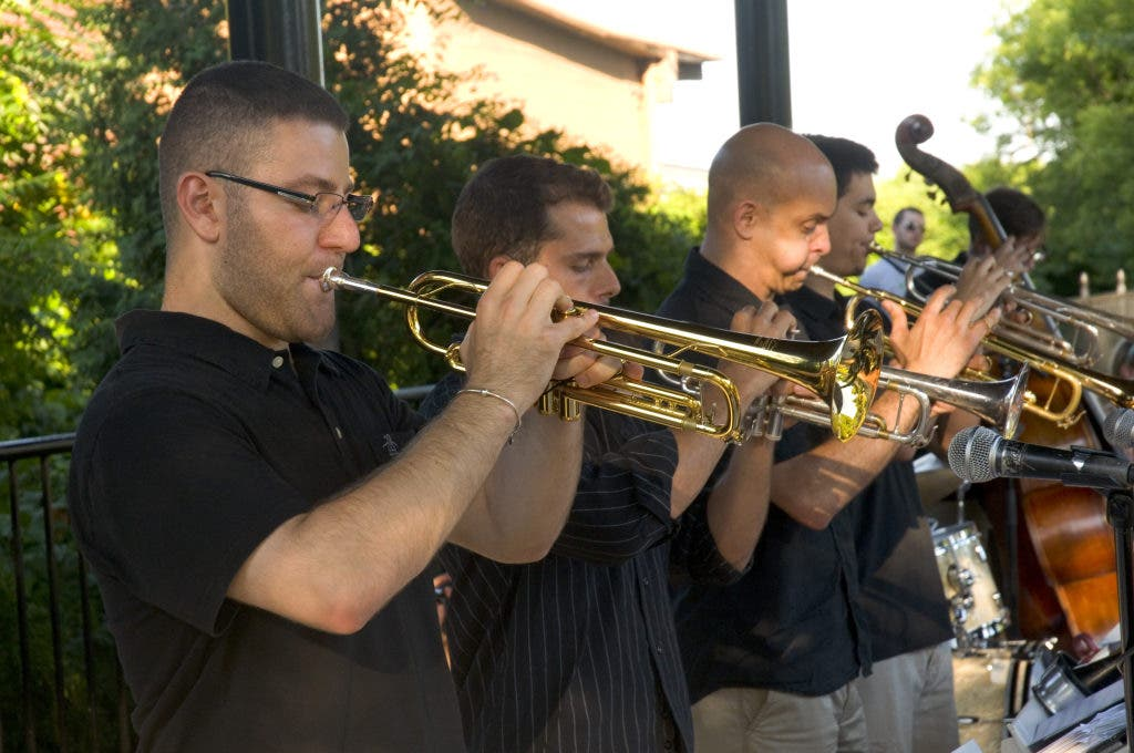 Some Beantown Swing At The Leather City Common Peabody Ma