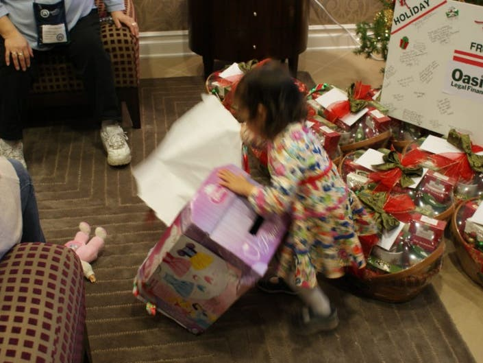 Operation Homefront Illinois And Oasis Legal Finance Hosted Christmas Dinner For Military Families At Hines Va