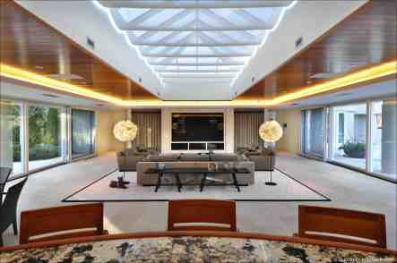 Groovy Michael Jordan To Auction His North Shore Mansion Homewood Interior Design Ideas Tzicisoteloinfo
