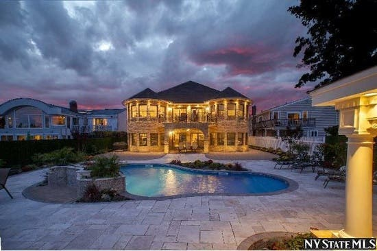 Wow House 5 Bed Waterfront Home In Bellmore Bellmore Ny