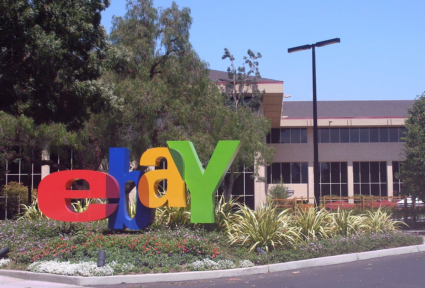 Wrong gift? It\u0027s eBay To The Rescue At Garden State Plaza