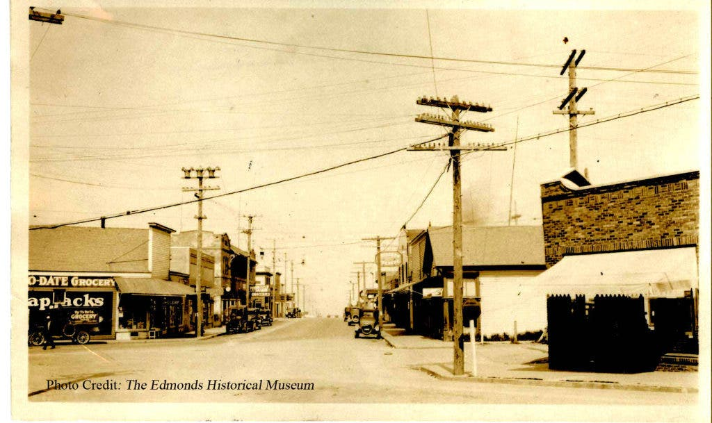 The Edmonds Traffic Circle: From Mud and Manure to Today's
