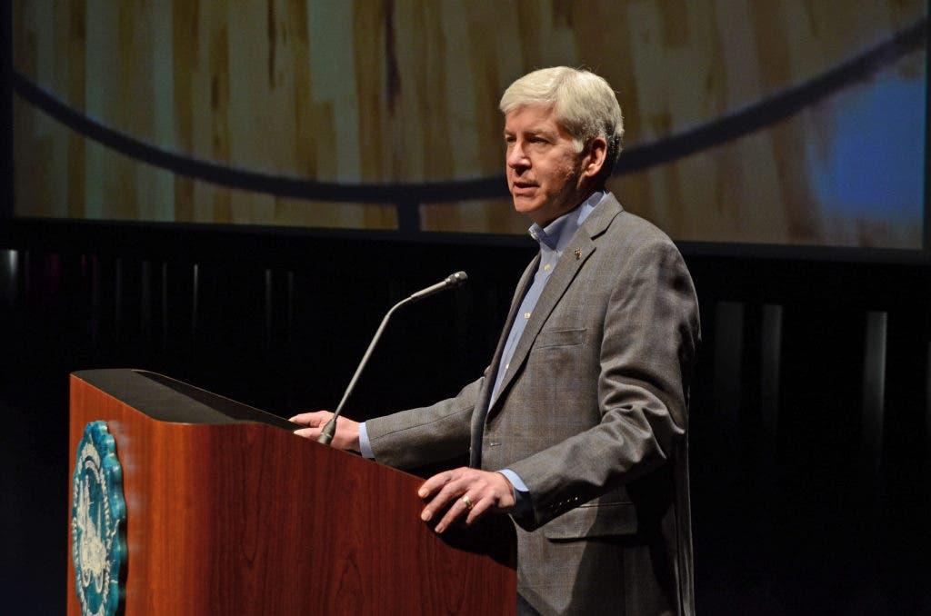 Gov  Snyder Surprises Dearborn Athletes