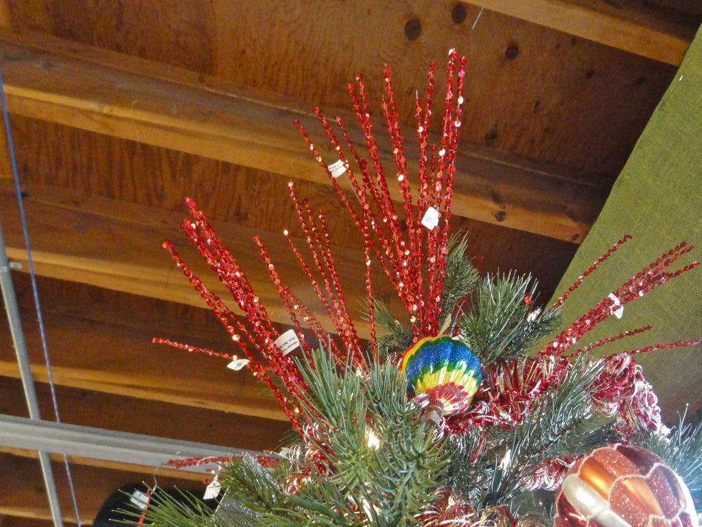 How To Decorate A Christmas Tree Professionally.Secrets Of A Professional Christmas Tree Decorator Wayland