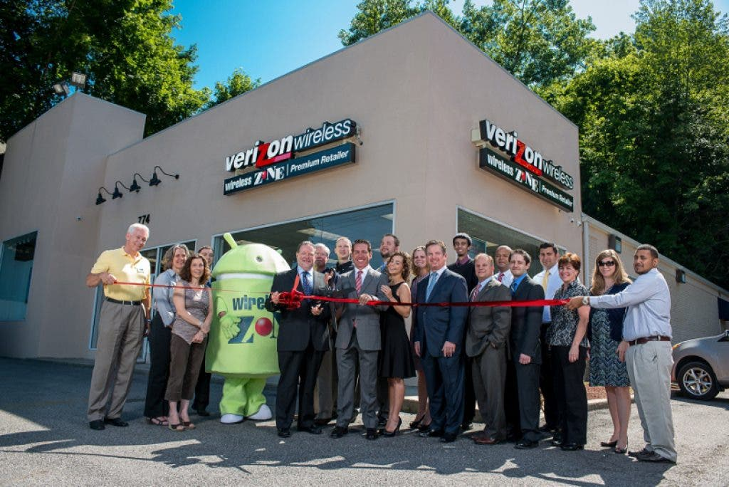 Wireless Zone Celebrates Grand Re Opening In Bedford Hills Ny