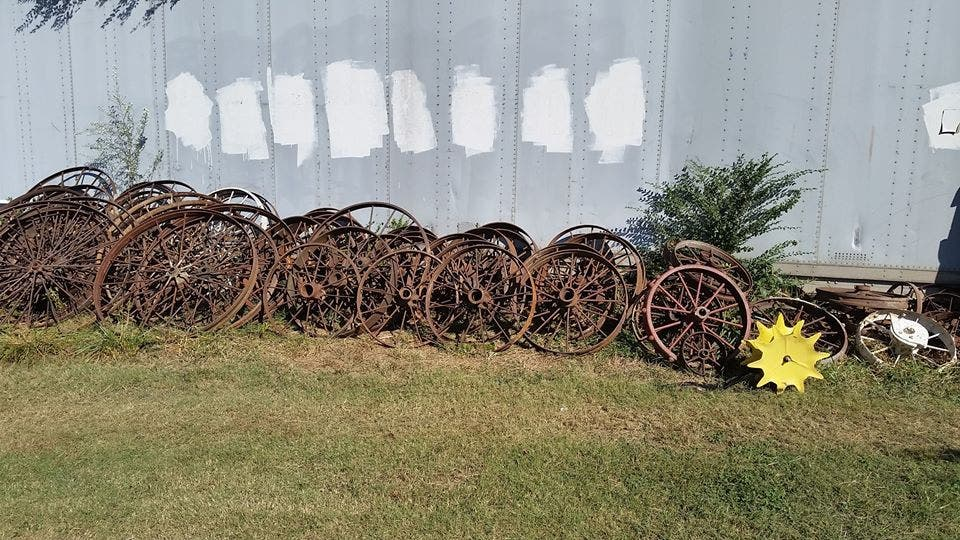 Genial Antique Metal U0026 Wooded Wagon Wheels   Great For Fall ...