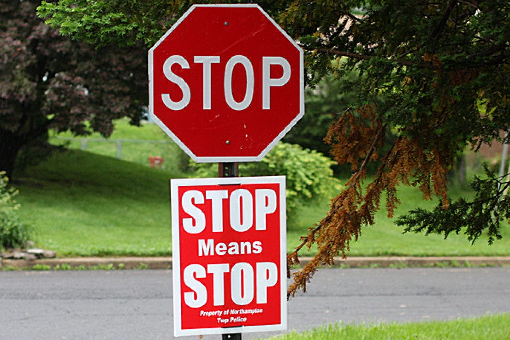 how long to stop at a stop sign