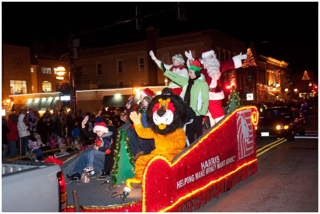 Christmas Homecoming Float.Electric Christmas Parade Steps Off Saturday St Charles