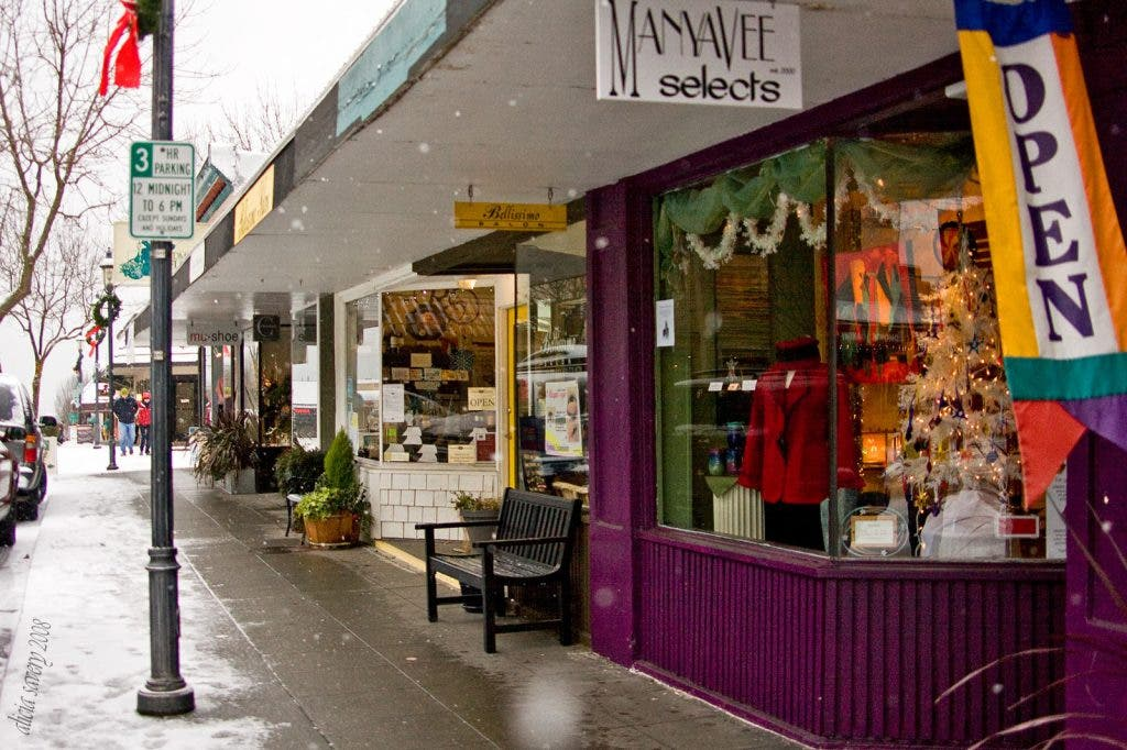 Mu.Shoe Closes Edmonds Location; Town