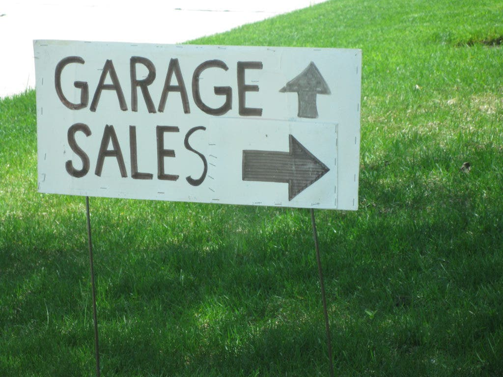 Bargain Hunters, Here's Your Garage Sale List | Oakland