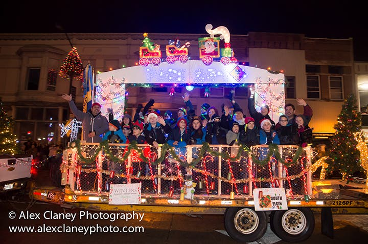Christmas Homecoming Float.Downtown St Charles Partnership Seeks Parade Entries For