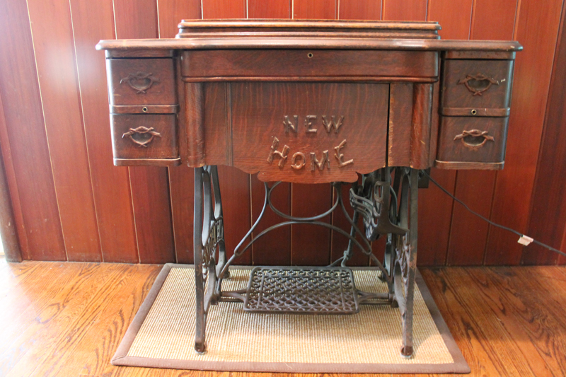 Amazing For Sale Antique New Home 1911 Sewing Machine Table Home Interior And Landscaping Transignezvosmurscom