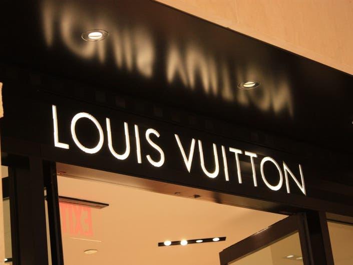 4a4b1153883371 Five Shoplifters Hit Louis Vuitton Ross Park Mall Store