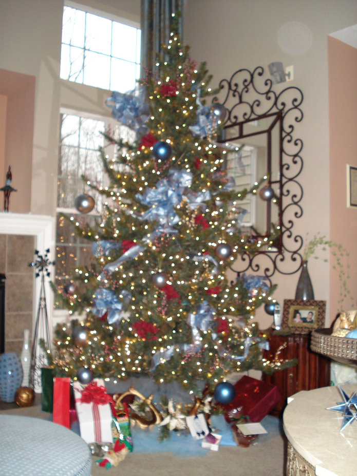 9' Tall Heritage Evergreen Pre-Lit Christmas Tree. | Westlake, OH Patch