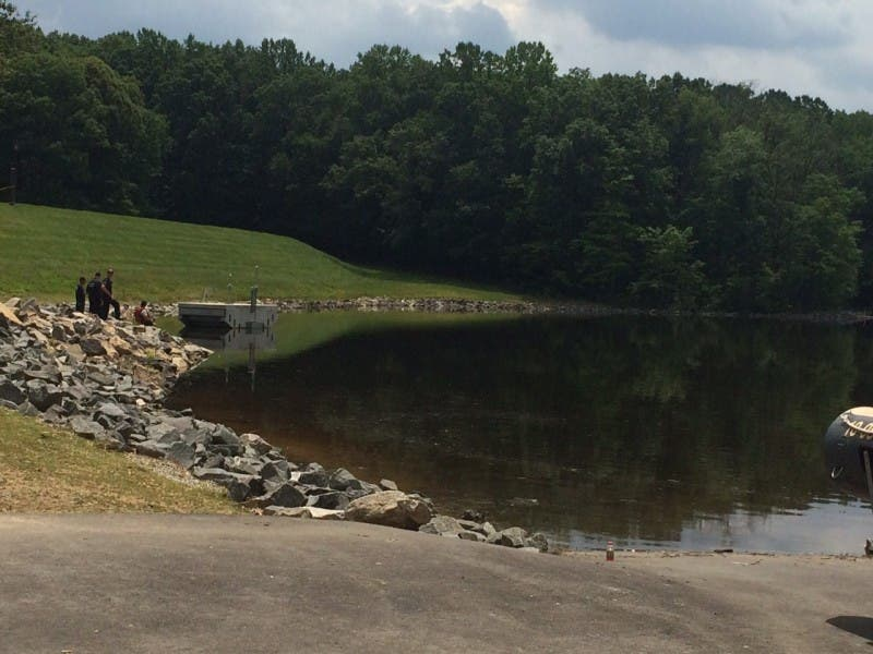 update police working to id body found in huntsman lake burke va