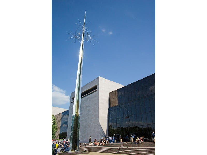 Police Man Tried To Abduct Child At Smithsonian National Air And