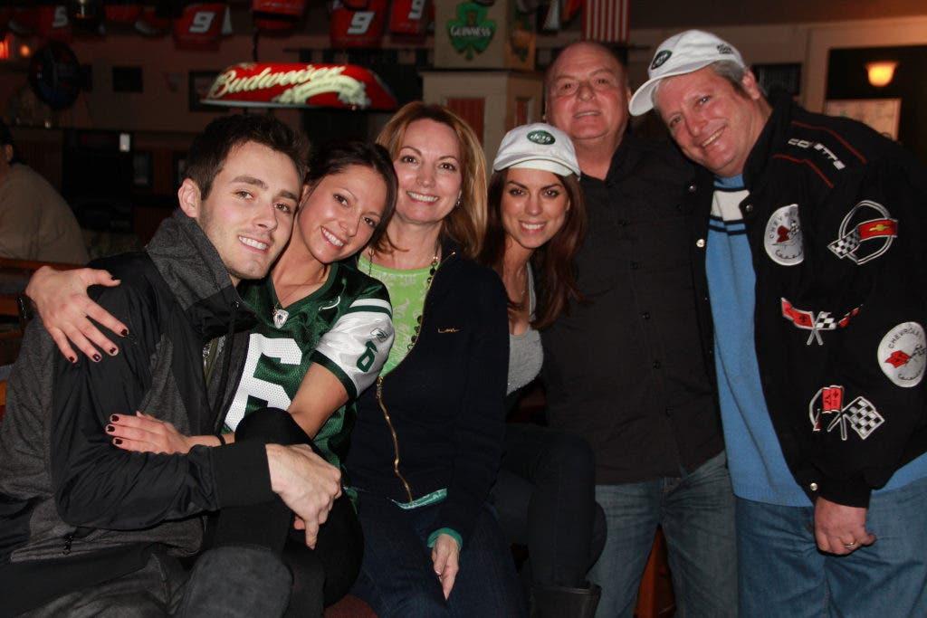 J-E-T-S Fans Reflect On Season at Celtic Crossing Tavern | Kings