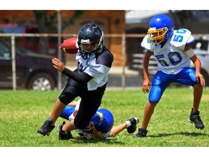 Playing Tackle Football Before 12 >> Playing Football Before Age 12 May Pose Later Life Brain Issues