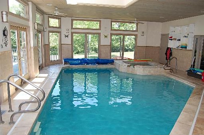 House Wow: Glass-Encased Indoor Pool in Sprawling Ranch ...