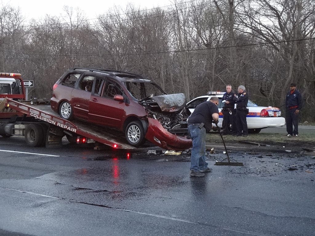 Four Car Accident Shuts Down Sunrise Highway | Massapequa, NY Patch