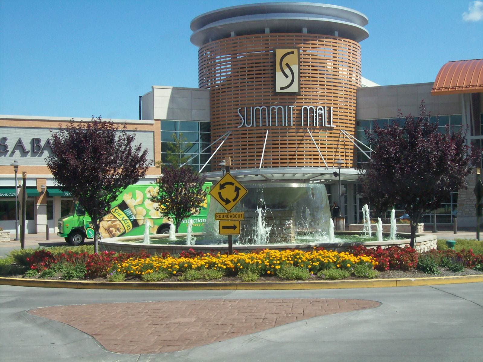 Summit Mall Stores >> Summit Mall Welcomes Two New Stores This Summer Fairlawn