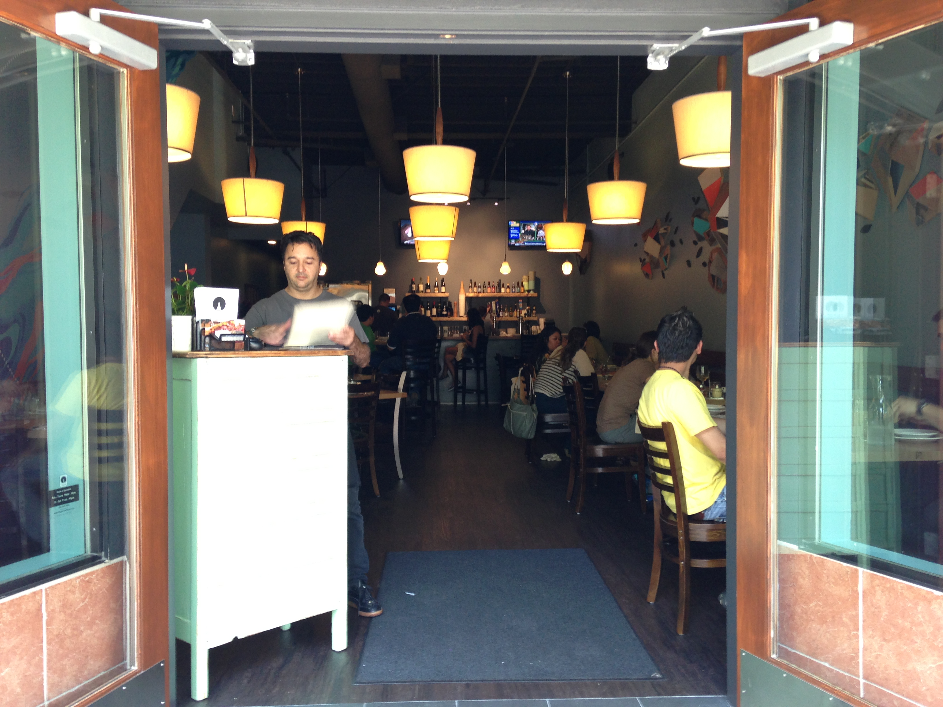 Blue Line Pizza Opens In Downtown Mountain View Mountain