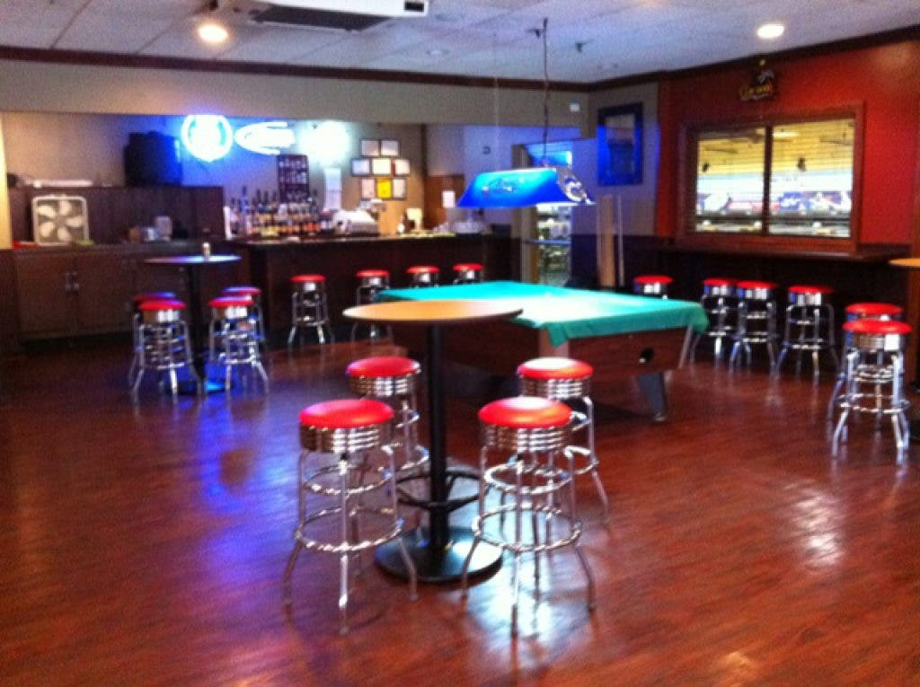 Tremendous Lisle Lanes Debuts Kingpin Grille On Friday Lisle Il Patch Bralicious Painted Fabric Chair Ideas Braliciousco