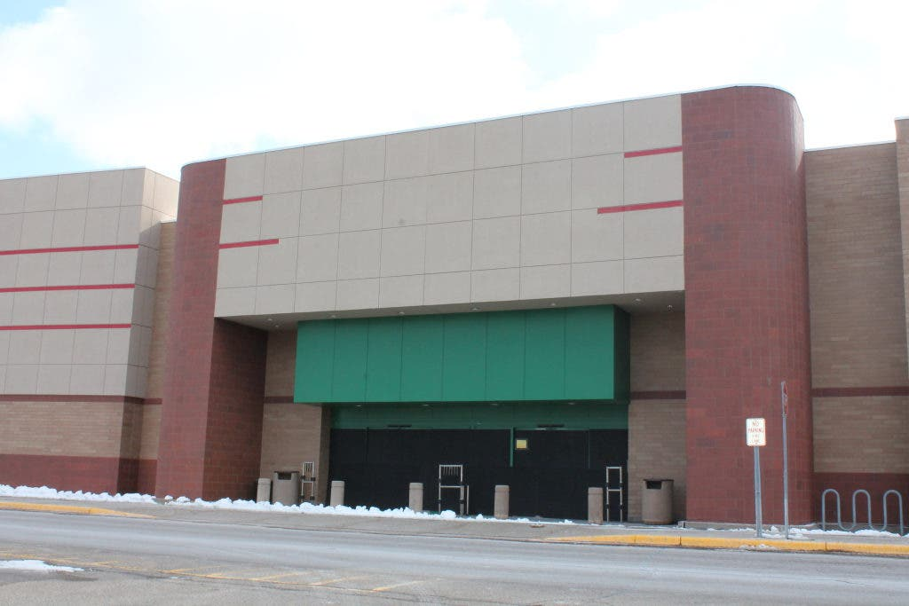 Becker Furniture World Reportedly To Fill Former Target Site Maple