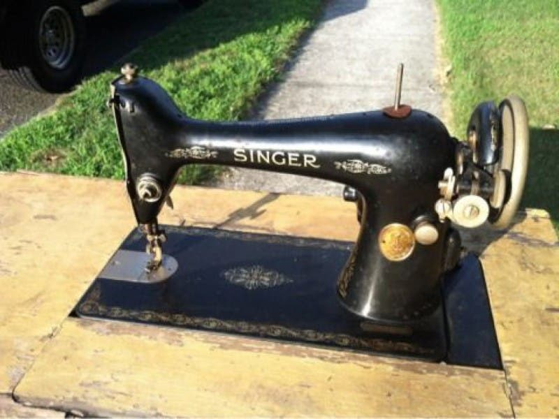 Antique Sewing Machine And IPhone 40s For Sale On Craigslist Custom Craigslist Sewing Machines For Sale