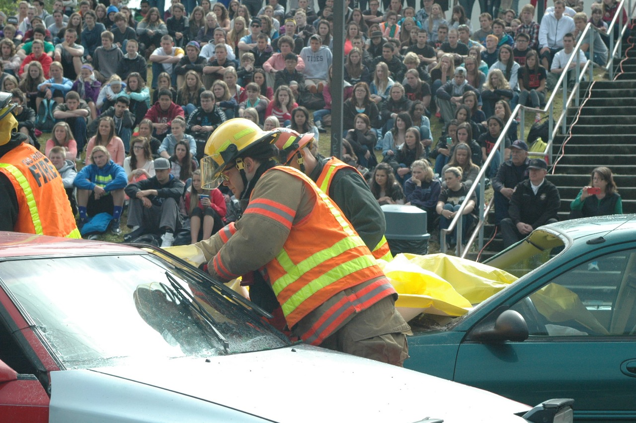 Mock Crash Simulate Dangers of Drinking and Driving at Gig