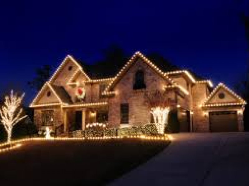 Hire Local Decorators to Help Ease Holiday Stress