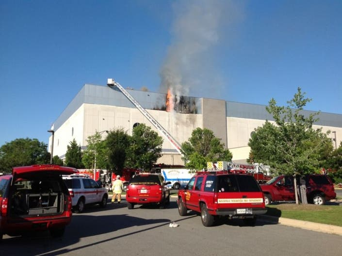 Photos Fire At Marlo Furniture Closes Rockville Pike 0