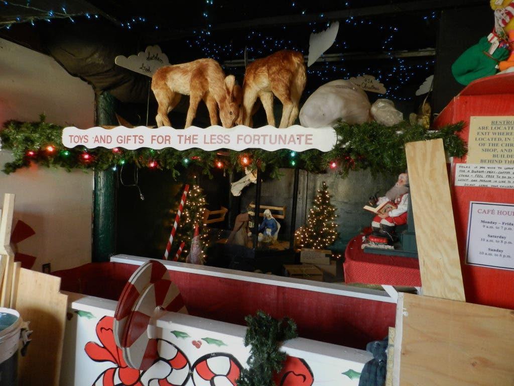 Santa On His Way To Merrifield Garden Center | Falls Church ...