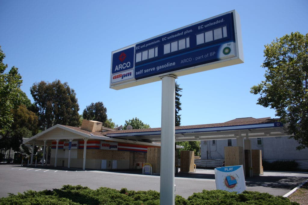Arco Gas Station >> Arco Gas Station On Park Street Closes Alameda Ca Patch