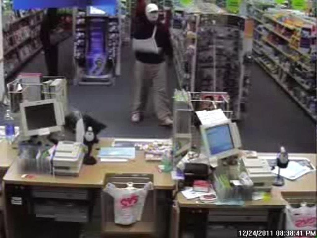 Cvs Hours Christmas Eve.Update Robber Strikes Cvs On Christmas Eve Montgomery