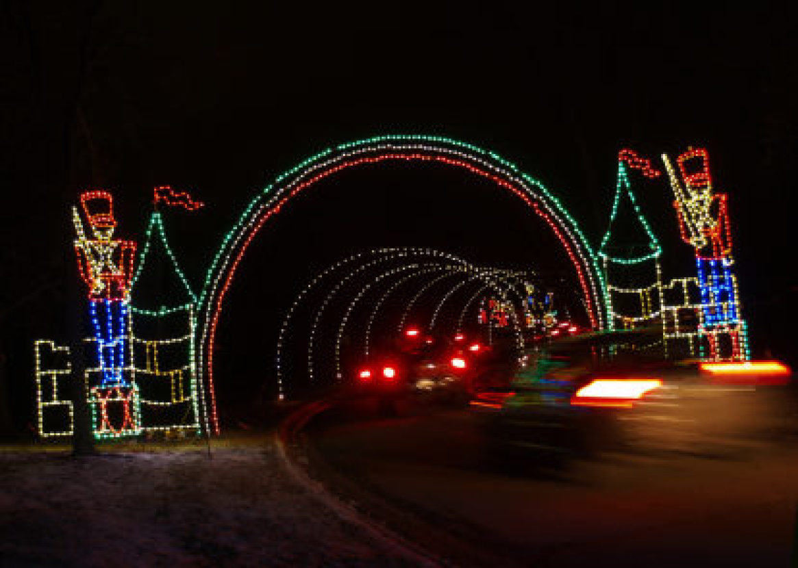 1615 Phalen Drive East, St. Paul 2020 Christmas Lights Woodbury's King of Kings, IBEW to Again Partner for Holiday Lights