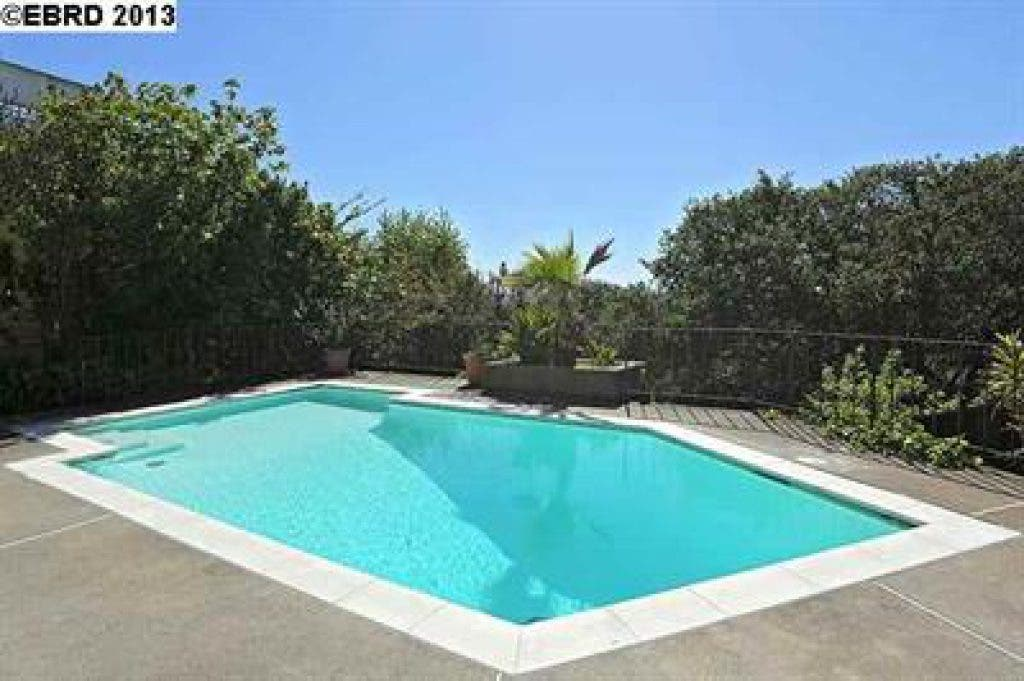 Homes With Swimming Pools: Harder or Easier to Sell ...