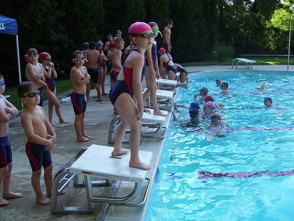 Community Swimming Pools Make Friends While You Cool Down