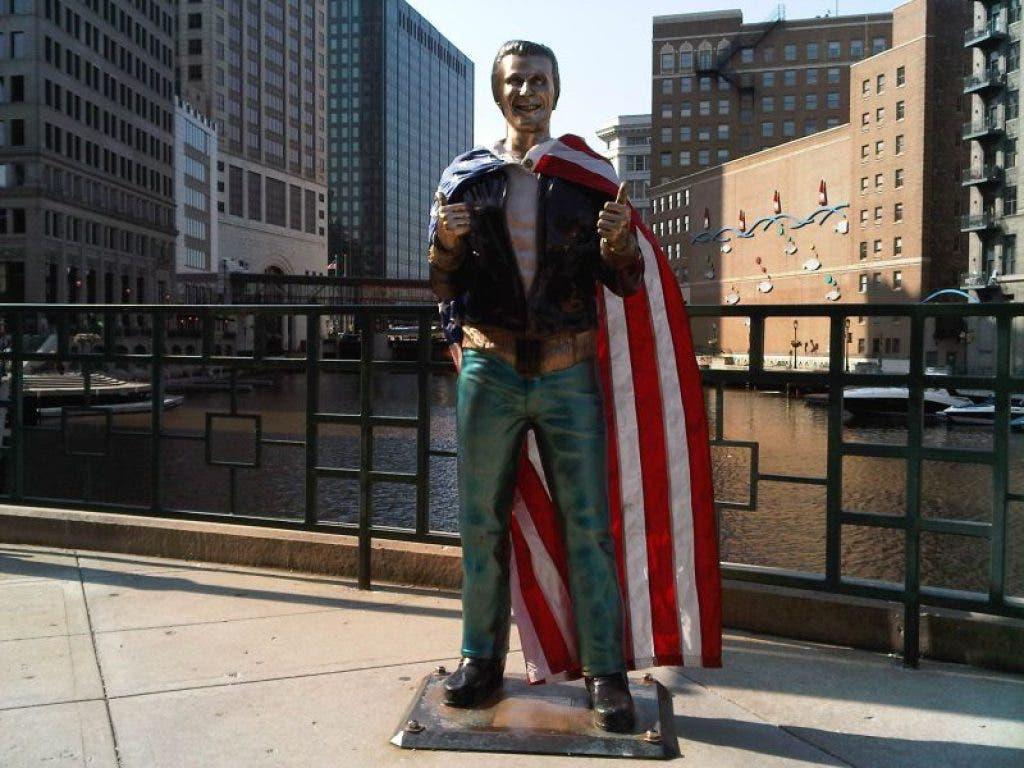 Wisconsin Statues | RoadsideArchitecture.com