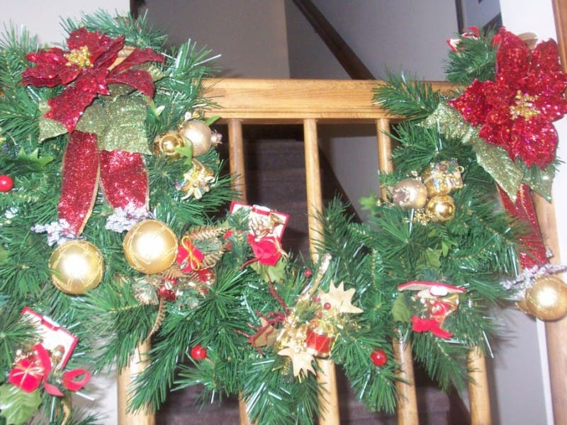 how to store your christmas garland 0