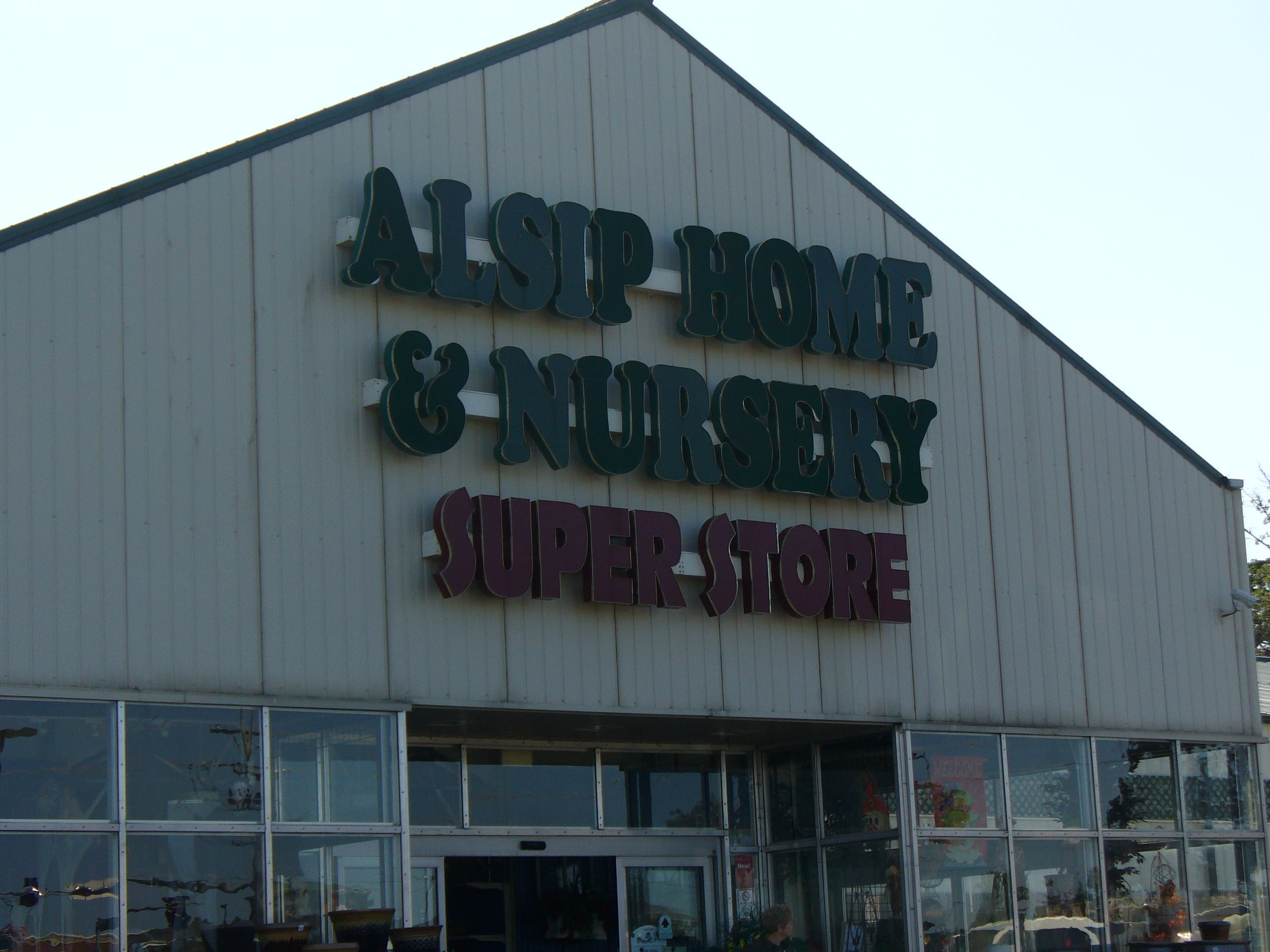 Alsip Nursery Linked to Puppy Mill in Humane Society Report