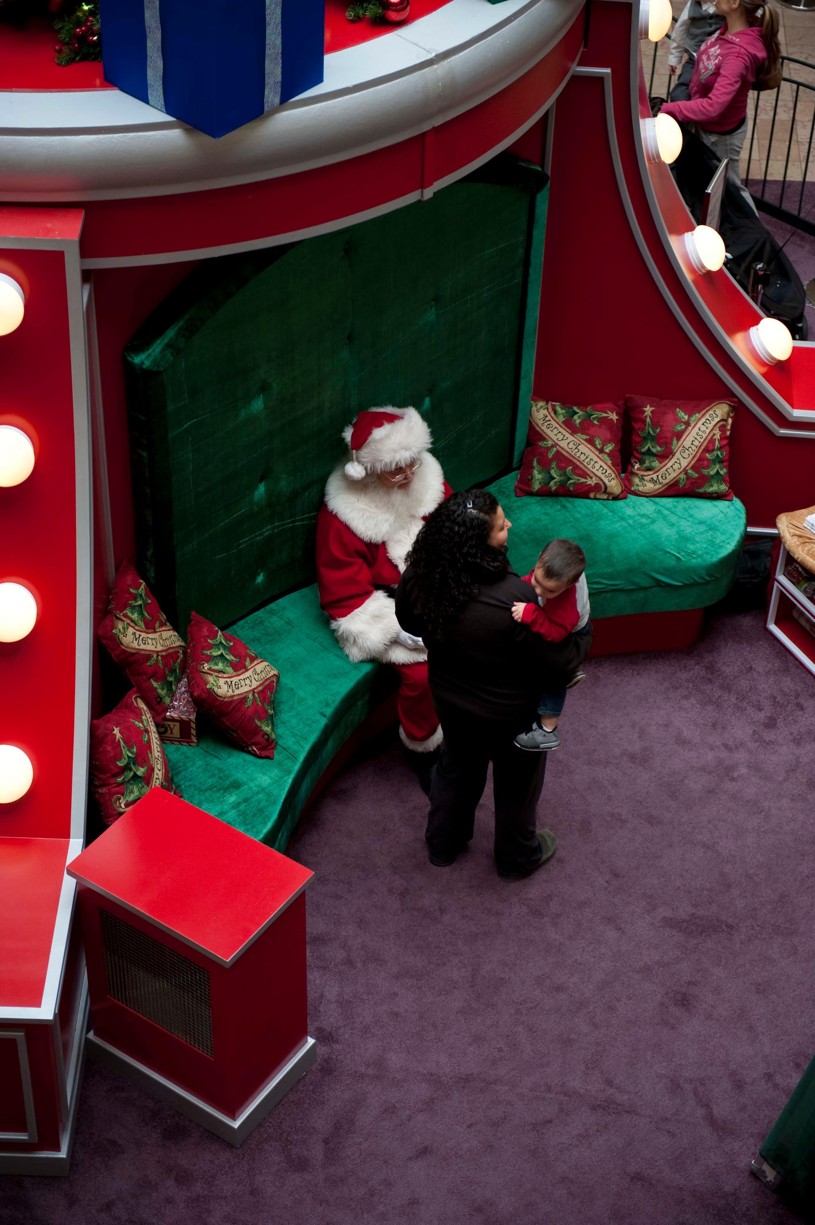 Santa Parade Begins This Thursday at Woodbridge Center