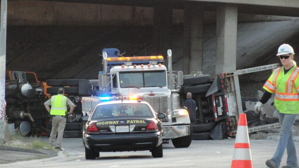 Big Rig Overturned Created Traffic Jam in Baldwin Park (VIDEO